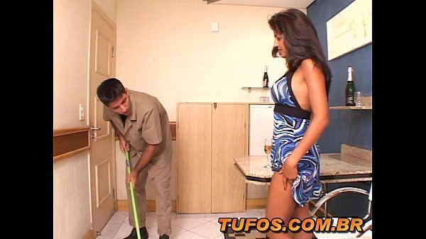 Gatinha trepando com o faxineiro do motel