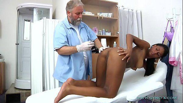 Médico taradão comendo a mulata