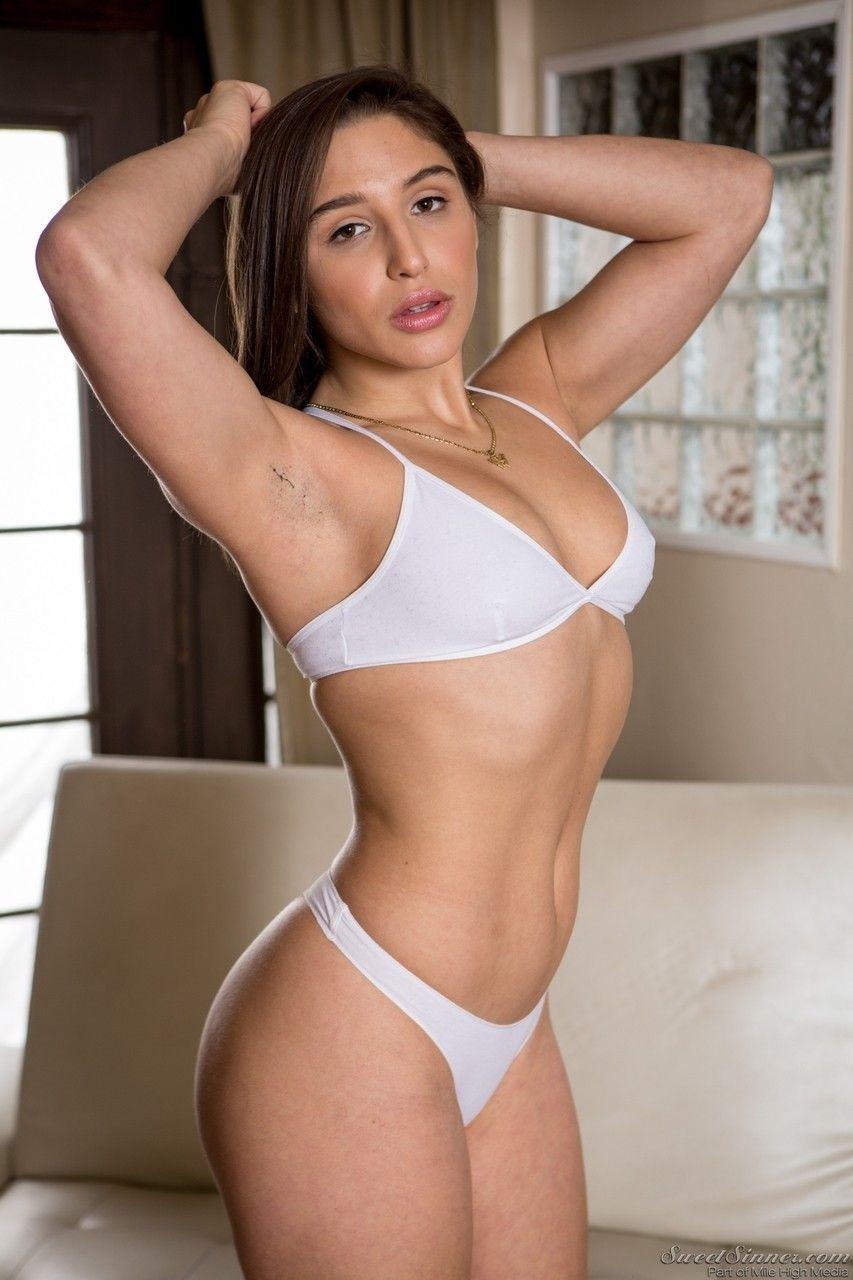 Foto de morena gostosa de lingerie querendo vara na buceta