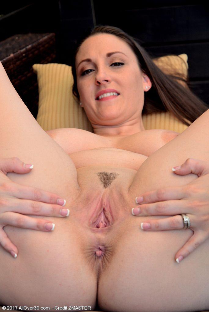 Melanie Hicks uma gostosa branquinha da xota rosada em fotos